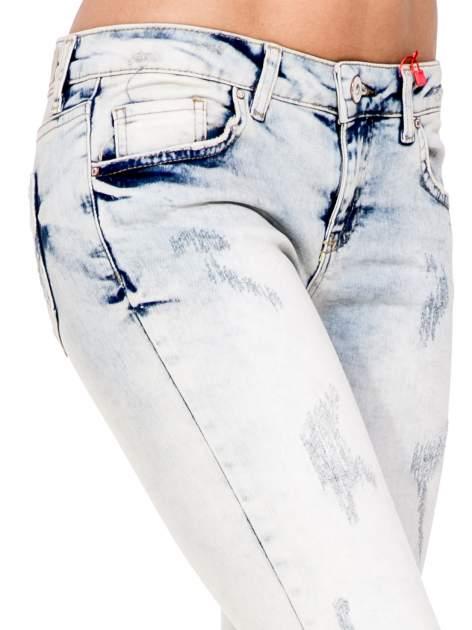 Jasnoniebieskie spodnie jeansowe 3/4 z przetarciami                                  zdj.                                  7