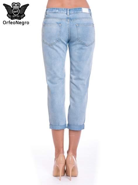 Jasnoniebieskie spodnie jeansowe 7/8  podwijaną nogawką                                  zdj.                                  4