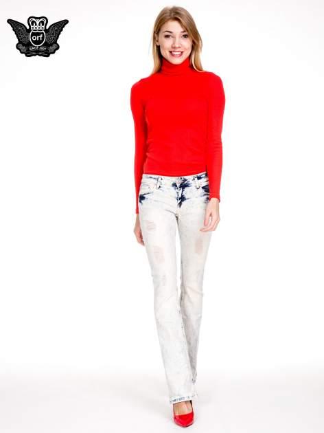 Jasnoniebieskie spodnie jeansowe dzwony z przecieraną i rozjaśnianą nogawką                                  zdj.                                  4