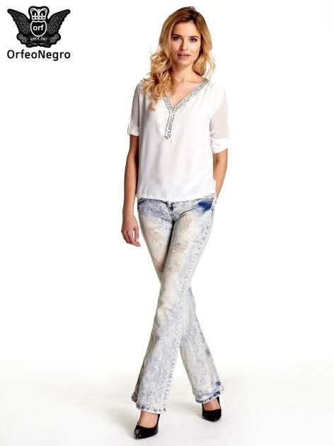 Jasnoniebieskie spodnie jeansowe dzwony z przetarciami                                  zdj.                                  2