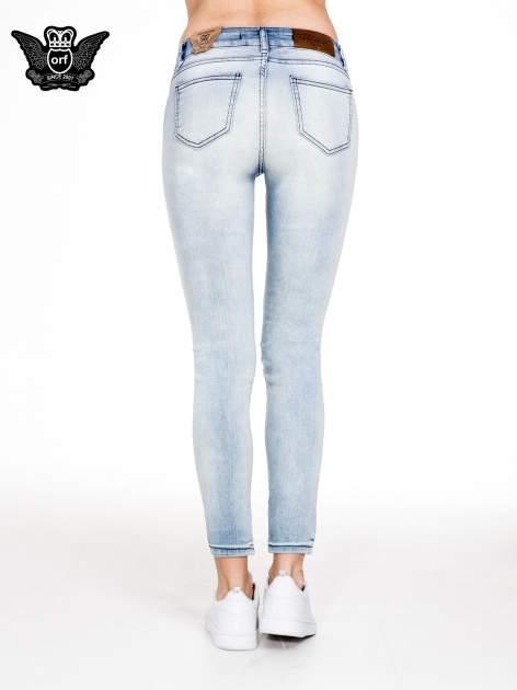 Jasnoniebieskie spodnie jeansowe rurki z cieniowaniem                                  zdj.                                  5