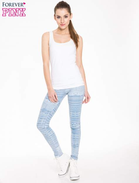 Jasnoniebieskie spodnie jeansowe typu jegginsy w azteckie wzory                                  zdj.                                  4