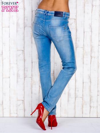 Jasnoniebieskie spodnie jeansowe z wysokim stanem                                  zdj.                                  3
