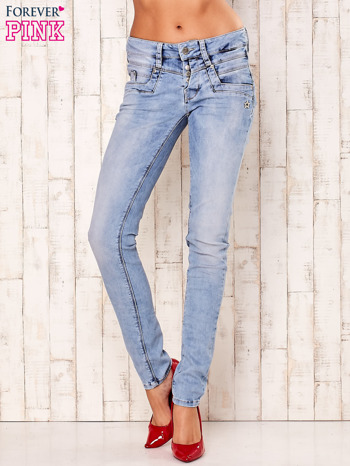 Jasnoniebieskie spodnie regular jeans z naszywką gwiazdki