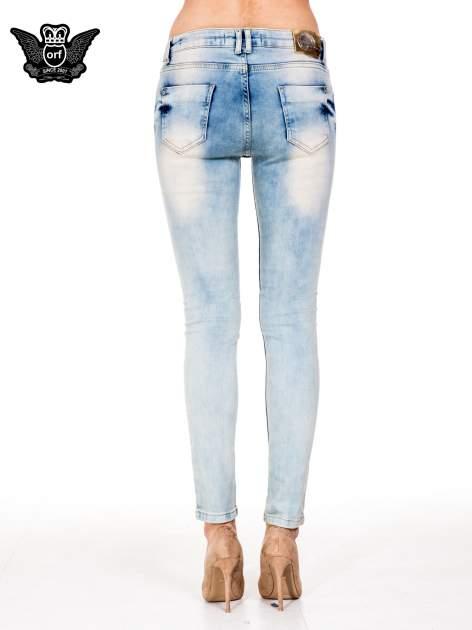 Jasnoniebieskie spodnie skinny jeans z przetarciami                                  zdj.                                  5