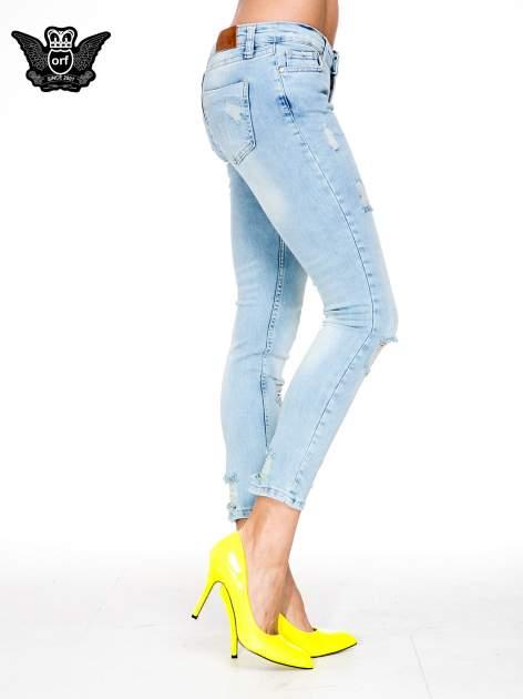 Jasnoniebieskie spodnie skinny jeans z rozdarciami na kolanie                                  zdj.                                  3