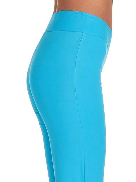 Jasnoniebieskie spodnie typu dzwony                                  zdj.                                  6