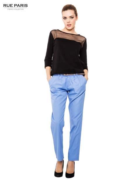 Jasnoniebieskie spodnie z paskiem z lakierowanej skóry                                  zdj.                                  2