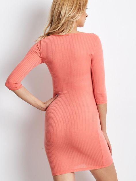 Jasnopomarańczowa sukienka w prążek z dekoltem lace up                                  zdj.                                  3