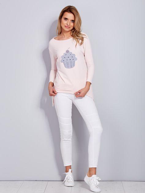 Jasnoróżowa asymetryczna bluzka z babeczką                              zdj.                              4