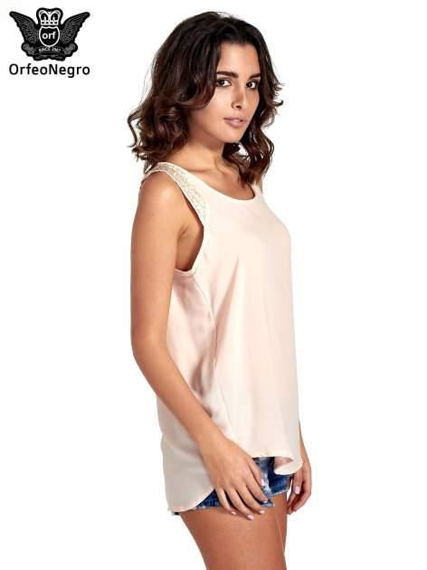Jasnoróżowa bluzka koszulowa z koralikami przy ramionach                                  zdj.                                  3