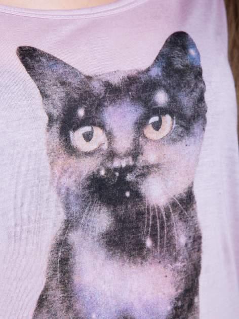 Jasnoróżowa bluzka z nadrukiem kota z efektem galaxy                                  zdj.                                  5