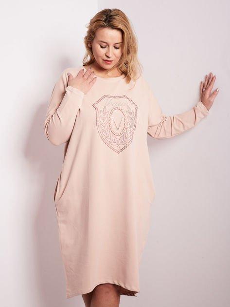 Jasnoróżowa dresowa sukienka z kieszeniami PLUS SIZE                              zdj.                              2