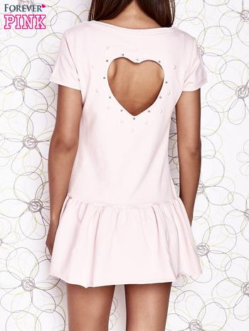Jasnoróżowa dresowa sukienka z wycięciem na plecach                                   zdj.                                  4