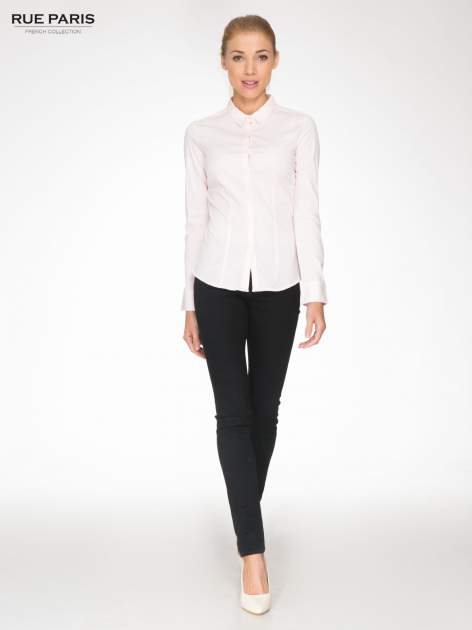 Jasnoróżowa elegancka koszula damska z krytą listwą                                  zdj.                                  2