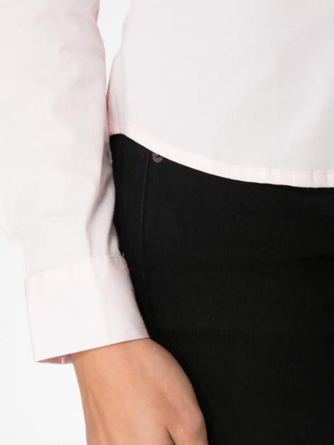 Jasnoróżowa elegancka koszula damska z marszczonym przodem                                  zdj.                                  7