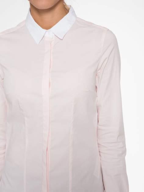 Jasnoróżowa koszula z białym kołnierzykiem i mankietami                                  zdj.                                  5