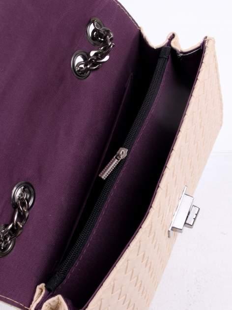 Jasnoróżowa mała pleciona torebka na łańcuszku                                  zdj.                                  9