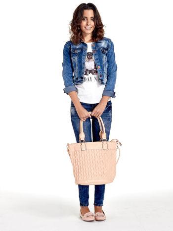 Jasnoróżowa pikowana torba na ramię                                  zdj.                                  2