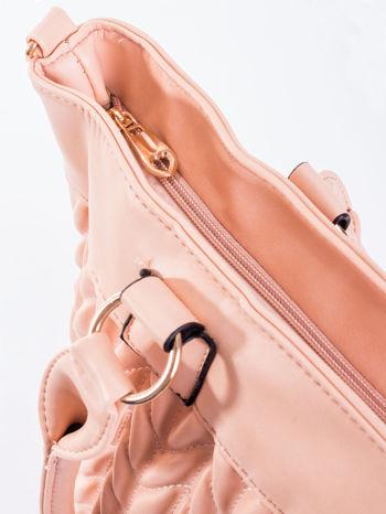 Jasnoróżowa pikowana torba na ramię                                  zdj.                                  8