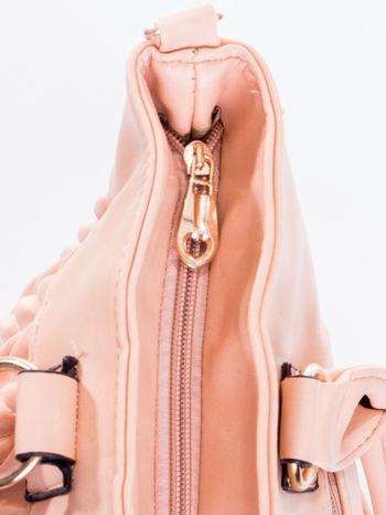 Jasnoróżowa pikowana torba na ramię                                  zdj.                                  9