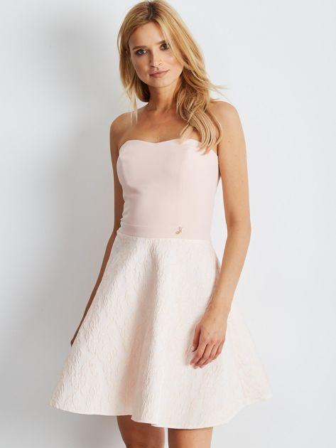 Jasnoróżowa rozkloszowana sukienka bez ramiączek                              zdj.                              1