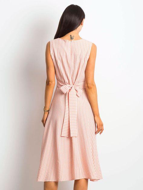 Jasnoróżowa sukienka Respected                              zdj.                              2
