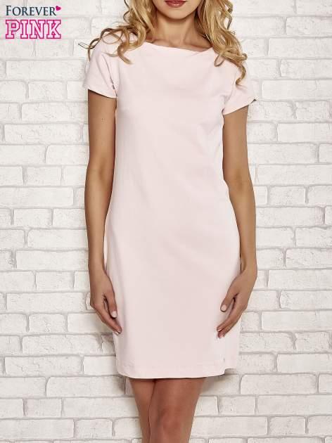 Jasnoróżowa sukienka dresowa o prostym kroju                                  zdj.                                  1