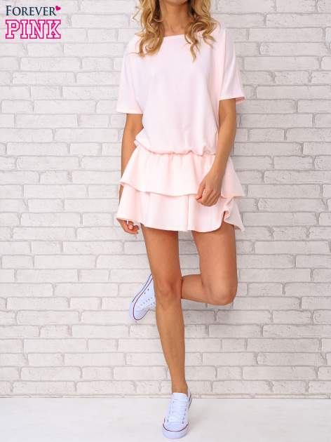 Jasnoróżowa sukienka dresowa z podwójną falbaną                                  zdj.                                  5