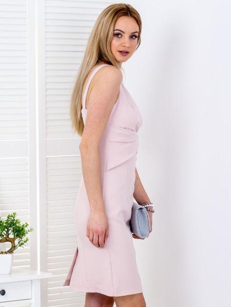 Jasnoróżowa sukienka z drapowaniami przy dekolcie                              zdj.                              5