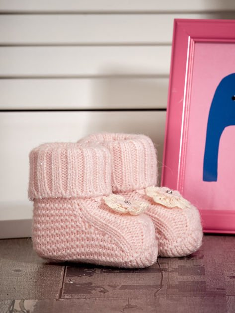 Jasnoróżowe dziergane miękkie buciki dziewczęce z diamencikami                              zdj.                              2