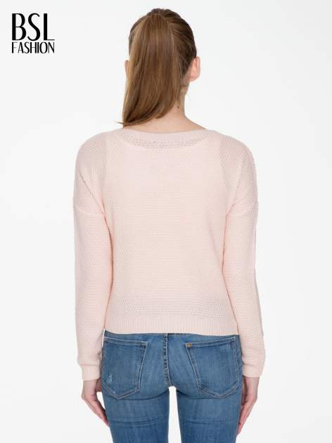 Jasnoróżowy sweter z napisem AMAZE z cekinów                                  zdj.                                  4