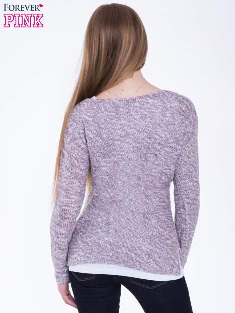 Jasnoróżowy sweter z warkoczowym splotem z przodu                                  zdj.                                  3