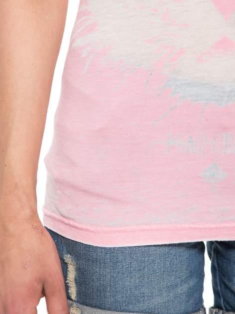 Jasnoróżowy t-shirt z nadrukiem tygrysa                                  zdj.                                  6