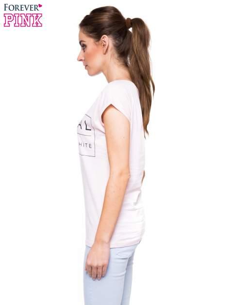 Jasnoróżowy t-shirt z nadrukiem w stylu minimalistycznym                                  zdj.                                  2