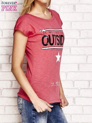 Jasnoróżowy t-shirt z napisem OUTSIDER                                  zdj.                                  3