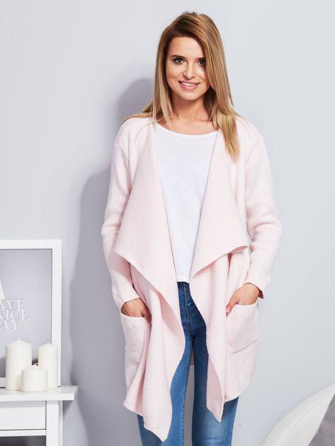 Jasnoróżowy wełniany sweter z luźnymi połami                              zdj.                              1