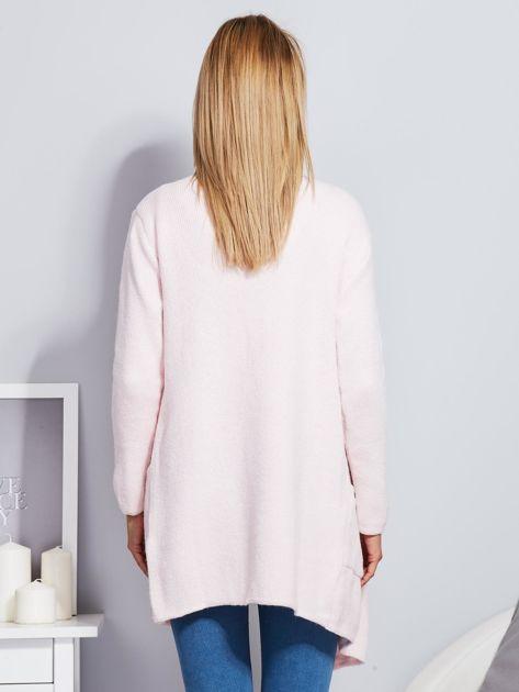 Jasnoróżowy wełniany sweter z luźnymi połami                                  zdj.                                  2