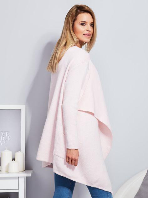 Jasnoróżowy wełniany sweter z luźnymi połami                                  zdj.                                  3