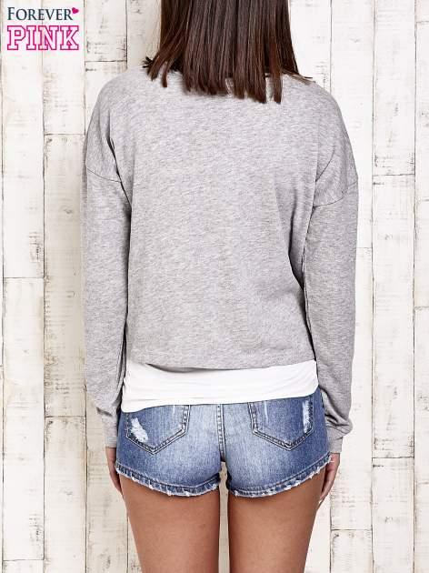 Jasnoszara bluza dresowa z asymetrycznym suwakiem                                  zdj.                                  2
