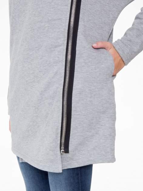 Jasnoszara bluza dresowa z kapturem i suwakiem z boku                                  zdj.                                  9