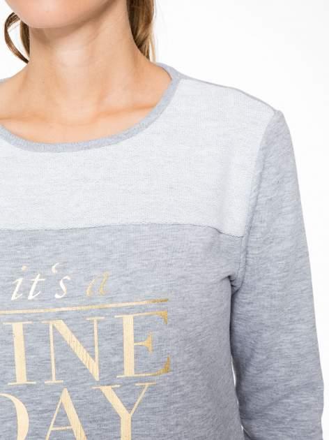 Jasnoszara bluza dresowa ze złotym napisem IT'S A FINE DAY                                  zdj.                                  6
