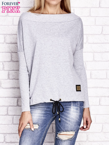 Jasnoszara bluza z szerokim ściągaczem i troczkami                                  zdj.                                  1