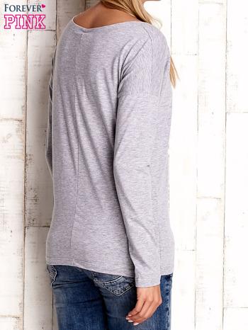 Jasnoszara bluzka z aplikacją w kształcie sowy                                  zdj.                                  3