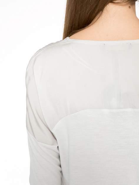 Jasnoszara bluzka z kwiatowym nadrukiem i rękawami 3/4                                  zdj.                                  9