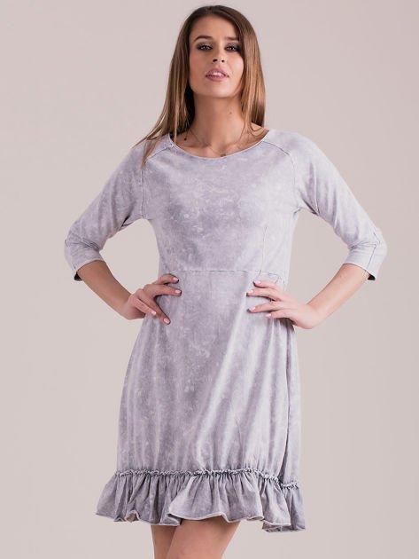 Jasnoszara dekatyzowana sukienka z falbaną                              zdj.                              1
