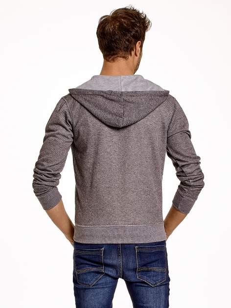 Jasnoszara sportowa bluza męska na suwak z kapturem i naszywką                                  zdj.                                  5
