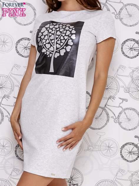 Jasnoszara sukienka dresowa ze srebrnym printem drzewa                                  zdj.                                  1