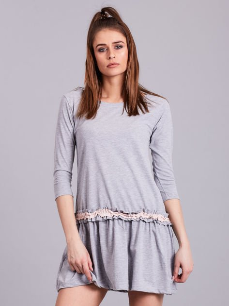 Jasnoszara sukienka z kontrastową falbanką                              zdj.                              1