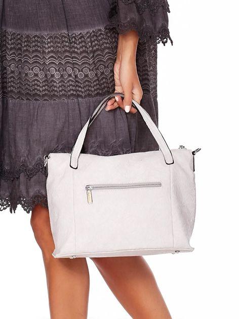 Jasnoszara torebka z fakturą i odpinanym paskiem                              zdj.                              4